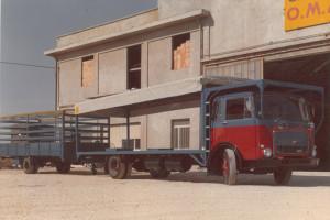 Uno dei camion con cui Vincenzo ha trasportato i mobili da Pesaro alla Sicilia