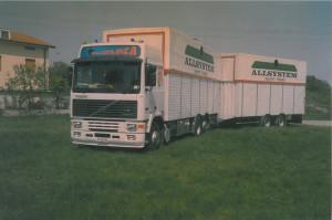 Il camion con cui Gianluca e la sua famiglia hanno raggiunto la meta delle vacanze estive