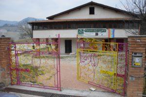 L'ingresso della fattoria della legalità a Isola del Piano