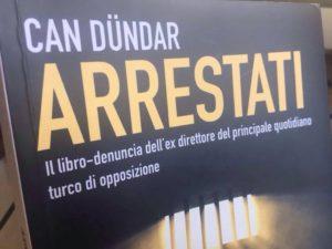 """La copertina di """"Arrestati"""", il libro che Can Dündar ha scritto durante la prigionia a Silivri"""