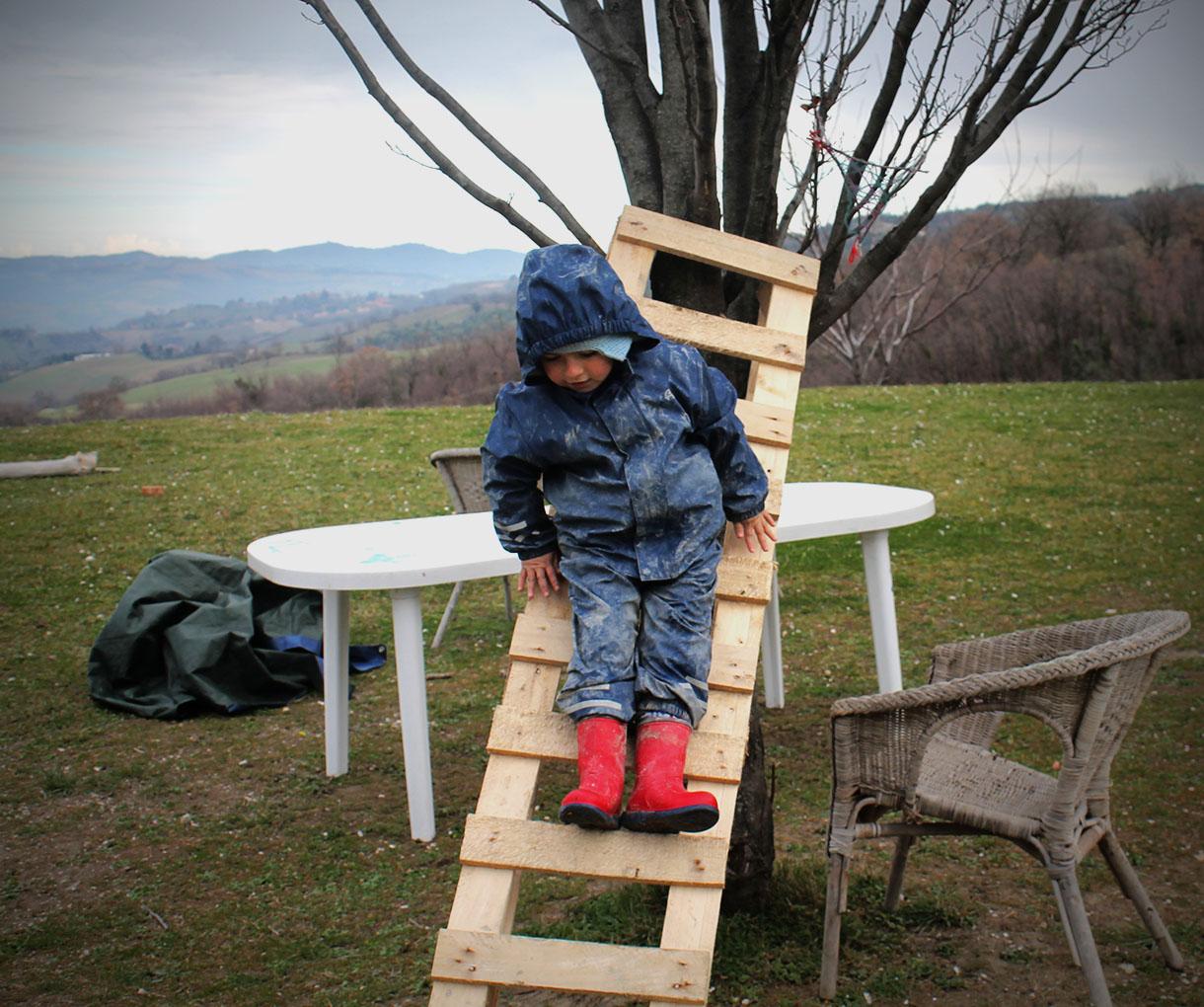 """C È Una Casa Nel Bosco maestra natura"""", l'esperimento di educazione nel bosco a"""