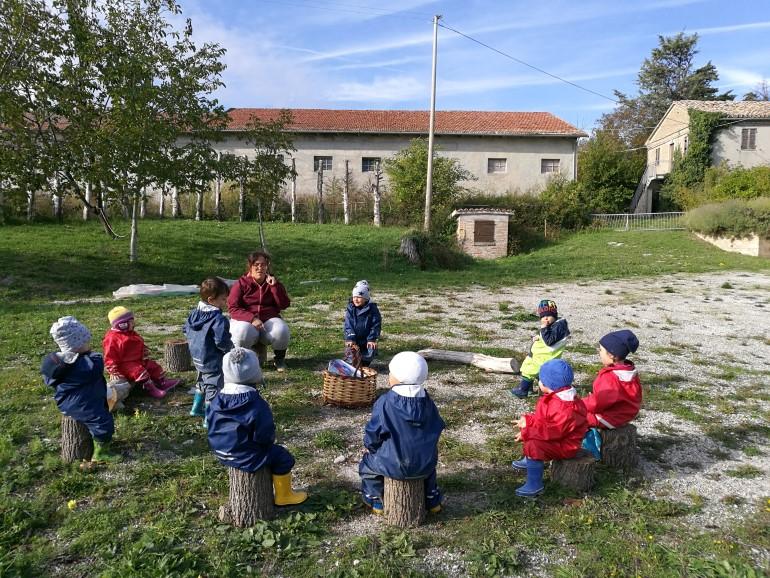 I bambini durante il momento del cerchio